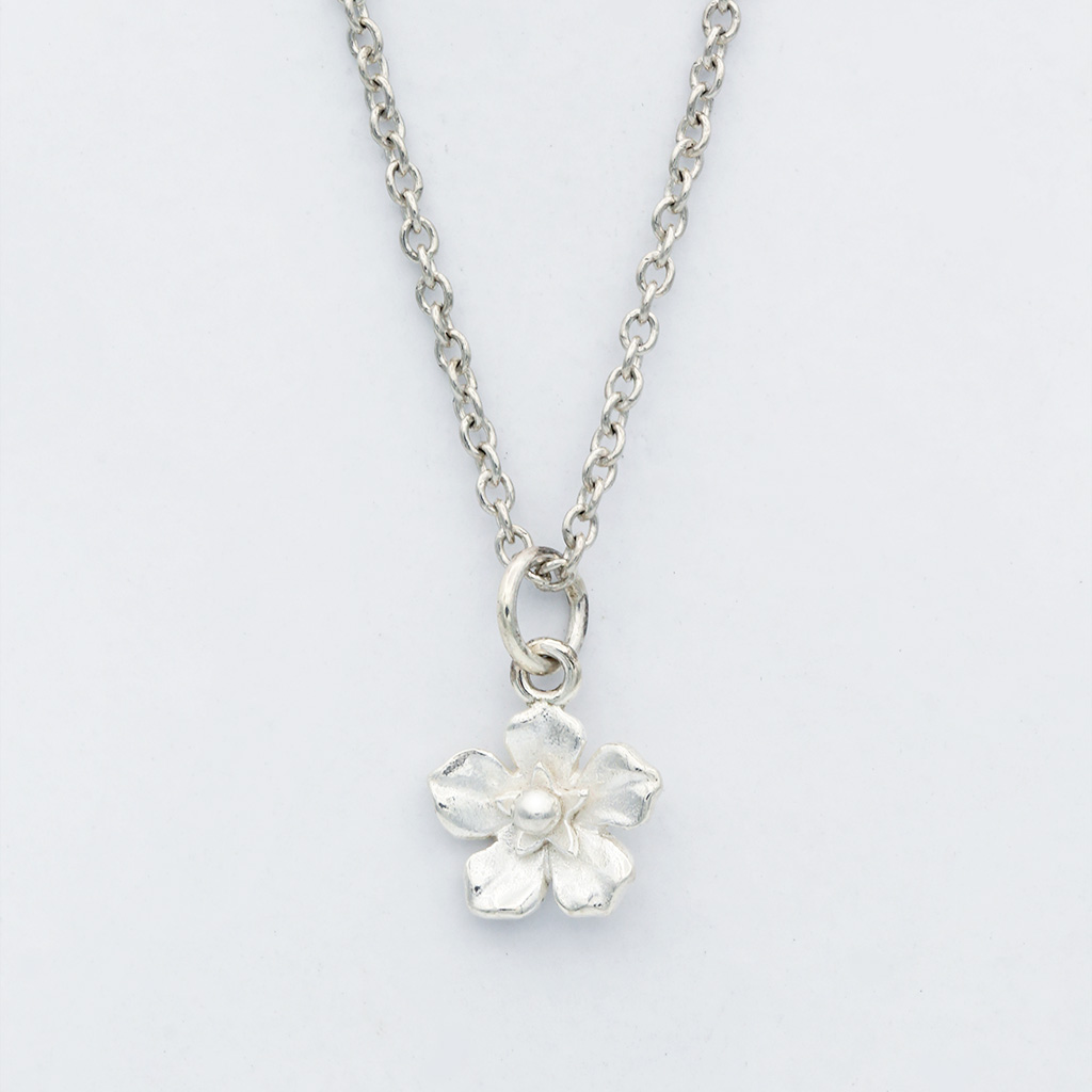 Forget Me Not Necklace via @chooicenz