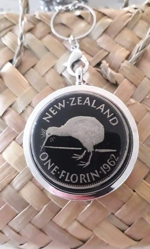 Black One Florin Locket Please click into product to see years available via @chooicenz