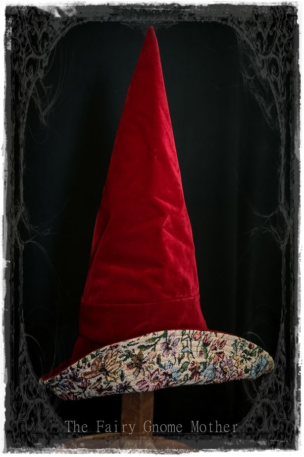 Red witches hat via @chooicenz