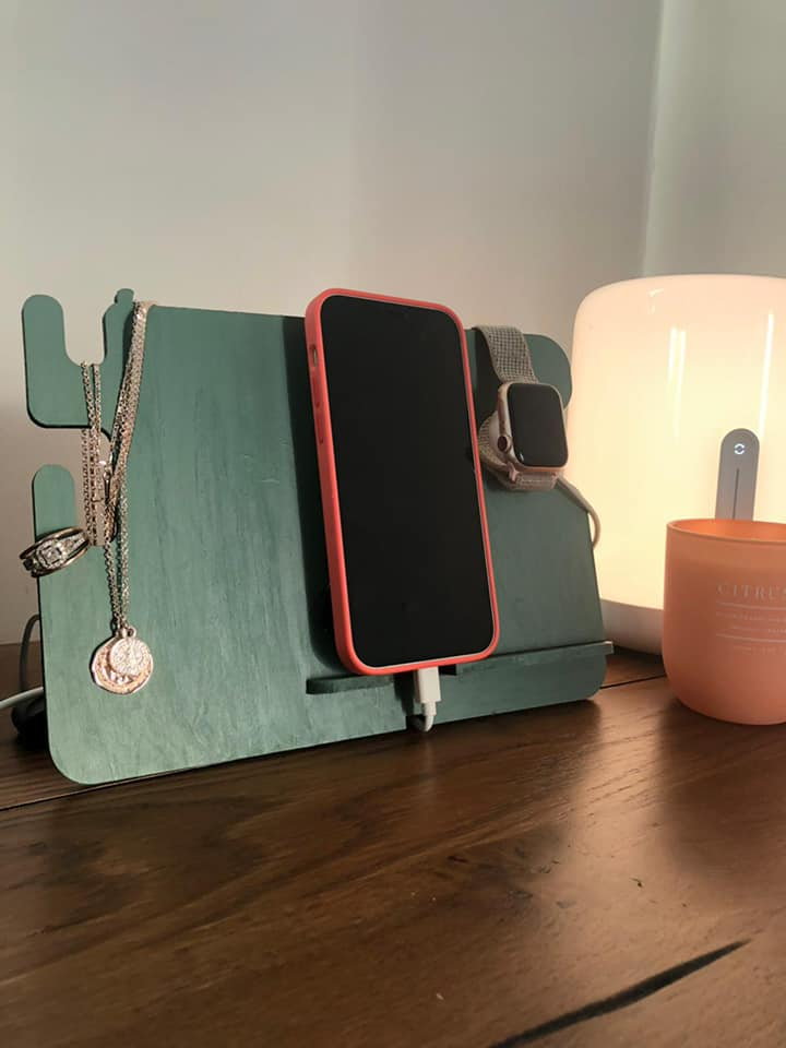 Phone/accessory bedside table stand via @chooicenz
